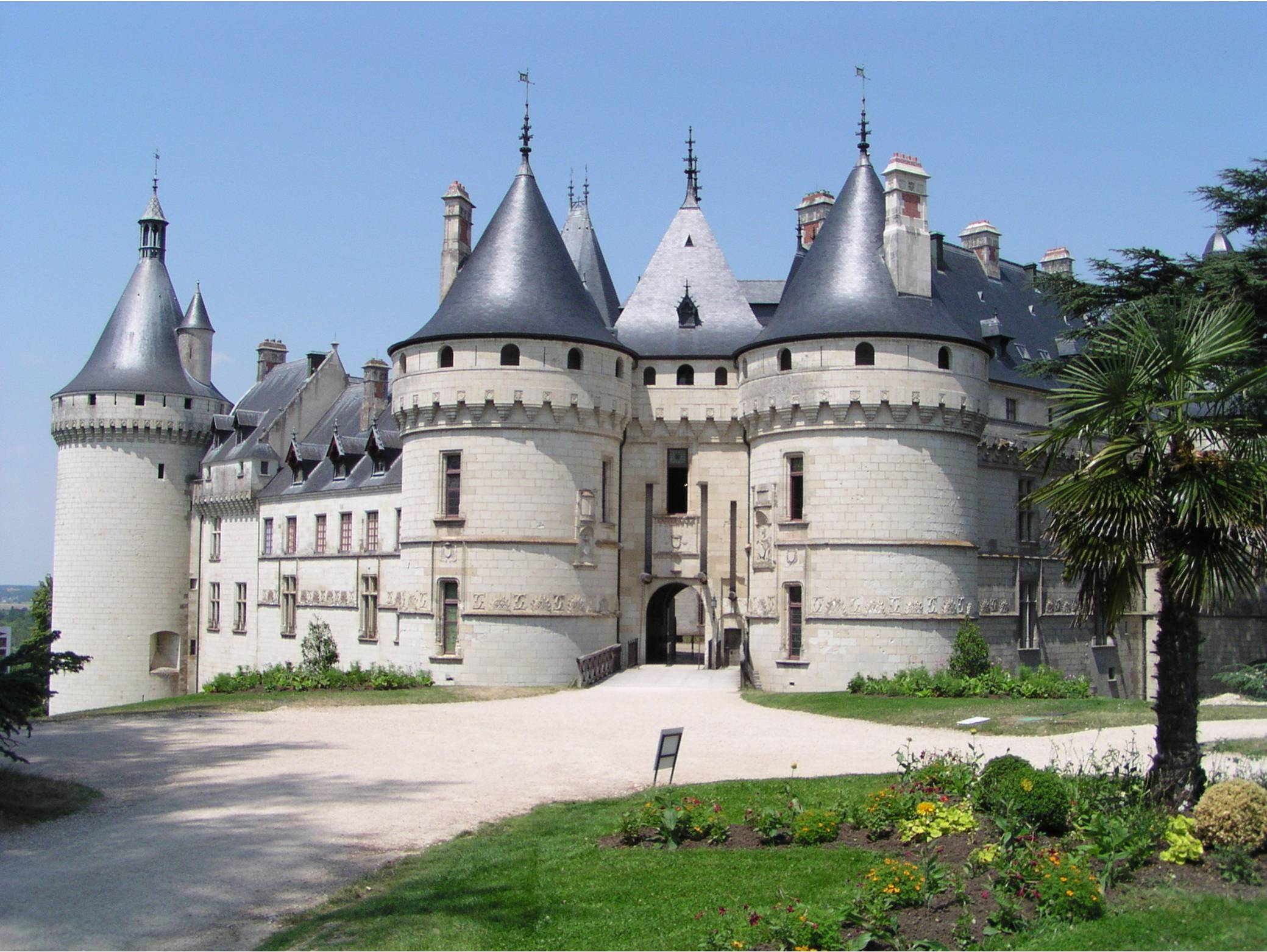 chateaux in tours les aulnaies gite complex loir valley france. Black Bedroom Furniture Sets. Home Design Ideas